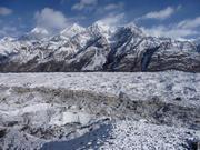 Der Inylchek-Gletscher in Kirgisien ist mit 80 Kilometern der längste Hochgebirgsgletscher der Welt (Bild: Hermann Häusler)
