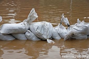 Erdrutsche und Überschwemmungen nach starken Regenfällen