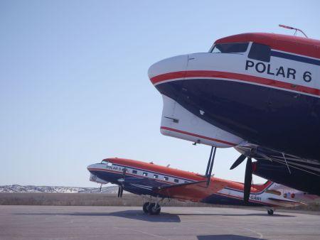Forschungsflugzeuge Polar 5 und Polar 6 des AWI einsatzbereit auf dem Flughafen von Inuvik/Kanada Quelle: LIM